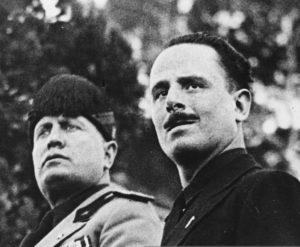 Benito Mussolini e il leader fascista inglese Sir Oswald Mosley a Roma nel 1933.